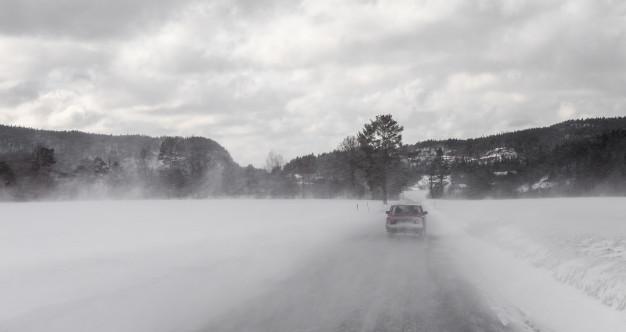 autorijden vakantie sneeuw noorwegen